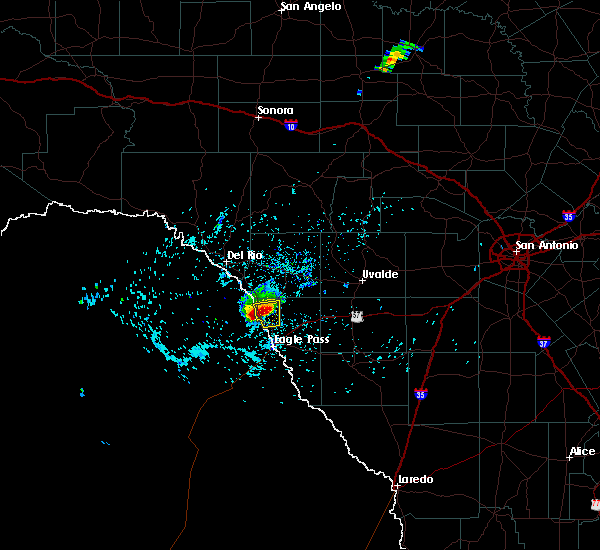 Radar Image for Severe Thunderstorms near Radar Base, TX at 4/29/2016 4:24 PM CDT