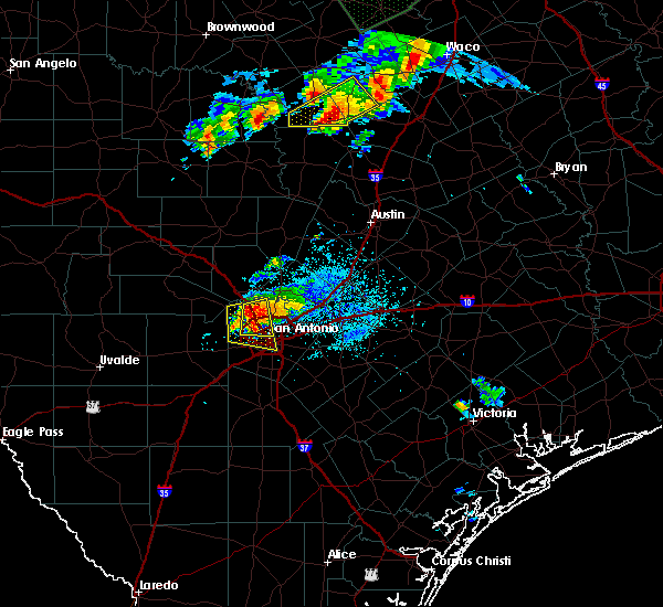 Radar Image for Severe Thunderstorms near Alamo Heights, TX at 4/29/2016 8:40 PM CDT