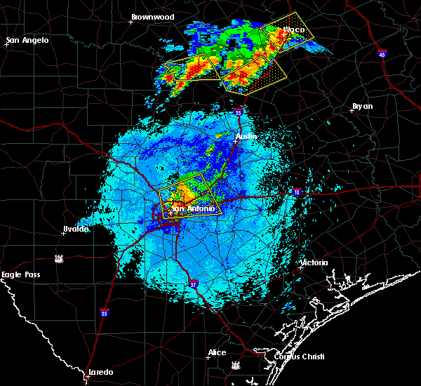 Radar Image for Severe Thunderstorms near Alamo Heights, TX at 4/29/2016 9:19 PM CDT