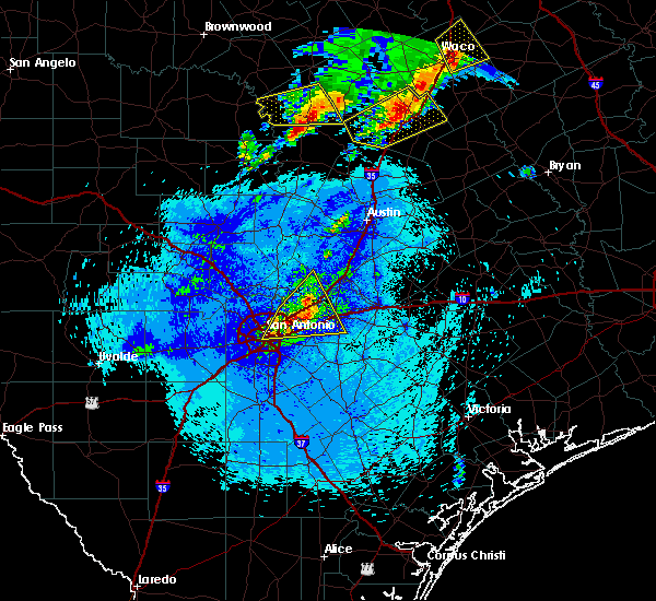 Radar Image for Severe Thunderstorms near Alamo Heights, TX at 4/29/2016 9:38 PM CDT