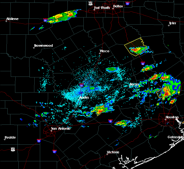 Radar Image for Severe Thunderstorms near Smithville, TX at 5/2/2016 2:47 AM CDT