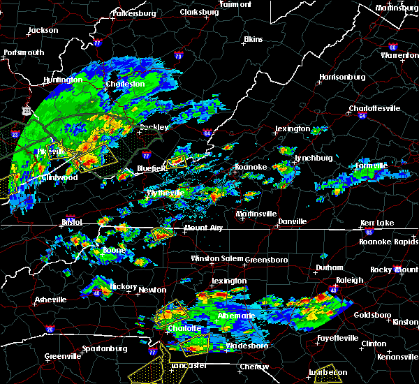 Radar Image for Severe Thunderstorms near Lowgap, NC at 5/2/2016 4:04 PM EDT