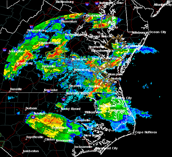 Radar Image for Severe Thunderstorms near Newport News, VA at 5/2/2016 8:25 PM EDT