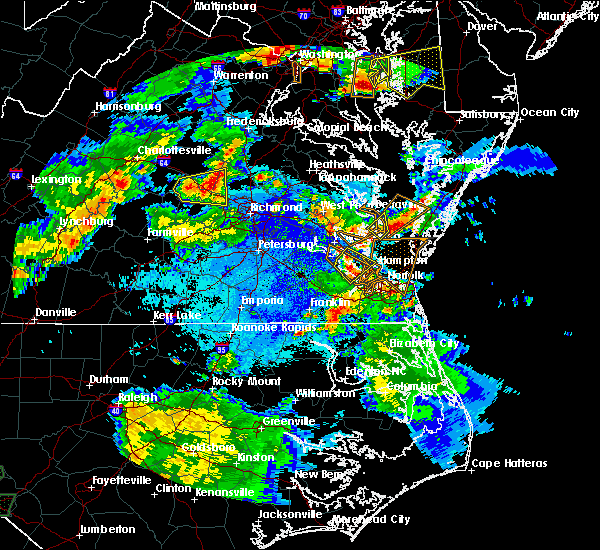 Radar Image for Severe Thunderstorms near Newport News, VA at 5/2/2016 8:41 PM EDT