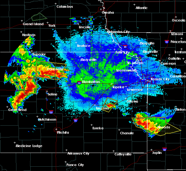 Radar Image for Severe Thunderstorms near Jamestown, KS at 5/11/2016 3:04 AM CDT