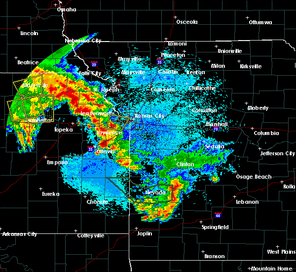 Radar Image for Severe Thunderstorms near Edwardsville, KS at 5/11/2016 5:16 AM CDT