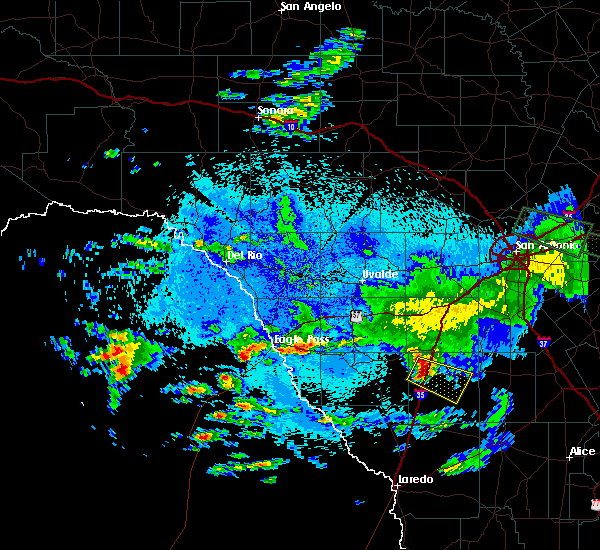 Radar Image for Severe Thunderstorms near Cotulla, TX at 5/18/2016 3:27 AM CDT