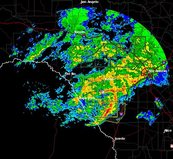 Radar Image for Severe Thunderstorms near Cotulla, TX at 5/19/2016 7:33 AM CDT