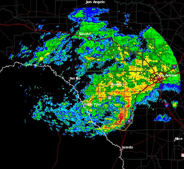 Radar Image for Severe Thunderstorms near Cotulla, TX at 5/19/2016 7:57 AM CDT