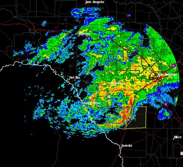Radar Image for Severe Thunderstorms near Cotulla, TX at 5/19/2016 8:06 AM CDT