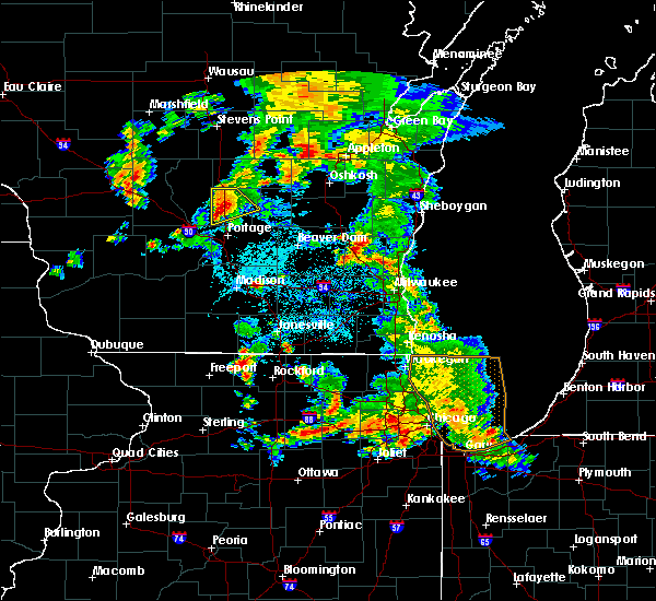 Radar Image for Severe Thunderstorms near Endeavor, WI at 5/25/2016 6:17 PM CDT