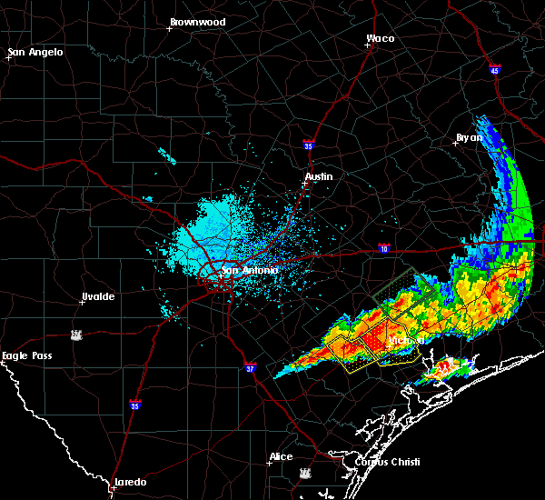 Radar Image for Severe Thunderstorms near Goliad, TX at 5/27/2016 7:04 PM CDT