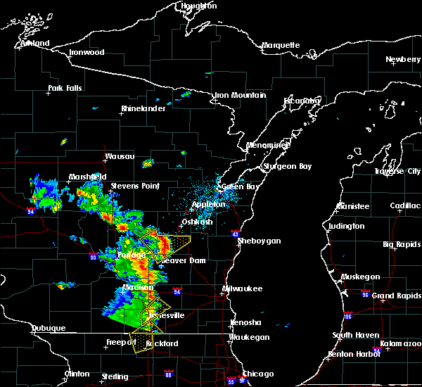 Radar Image for Severe Thunderstorms near Waupun, WI at 5/28/2016 7:19 PM CDT