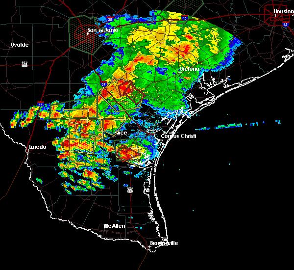 Radar Image for Severe Thunderstorms near Pettus, TX at 5/31/2016 6:31 PM CDT
