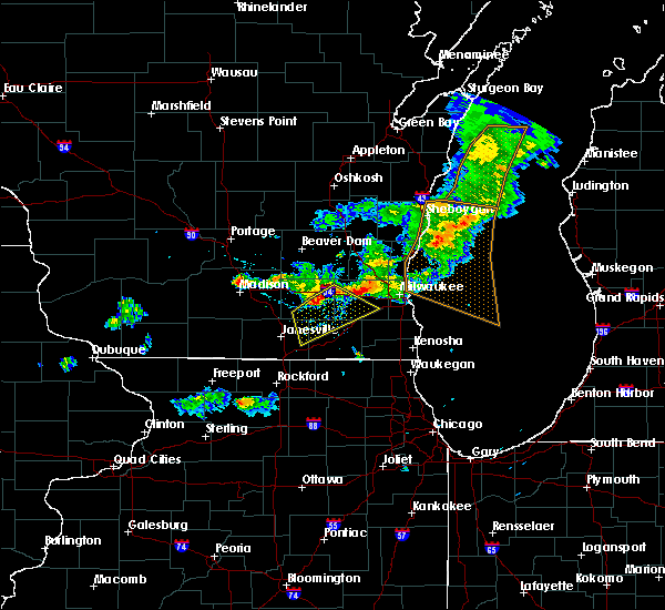 Radar Image for Severe Thunderstorms near Helenville, WI at 6/5/2016 7:03 PM CDT