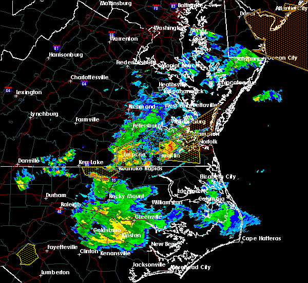 Radar Image for Severe Thunderstorms near Boykins, VA at 6/5/2016 8:30 PM EDT