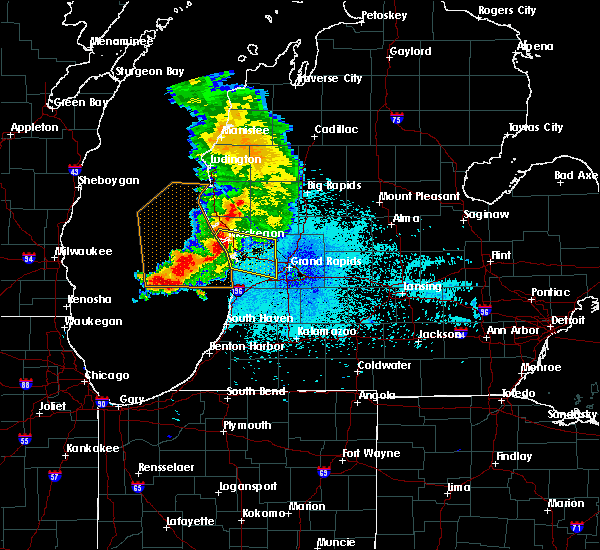Radar Image for Severe Thunderstorms near Casnovia, MI at 6/15/2016 10:54 PM EDT