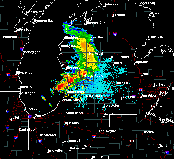 Radar Image for Severe Thunderstorms near South Haven, MI at 6/15/2016 11:34 PM EDT