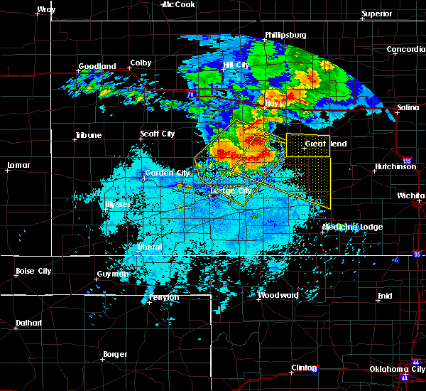 Radar Image for Severe Thunderstorms near Hoisington, KS at 7/6/2016 12:04 AM CDT