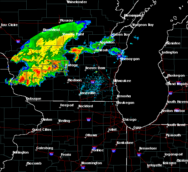 Radar Image for Severe Thunderstorms near Portage, WI at 8/4/2016 5:28 PM CDT