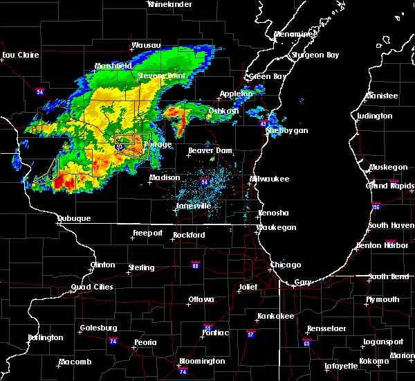 Radar Image for Severe Thunderstorms near Portage, WI at 8/4/2016 5:43 PM CDT