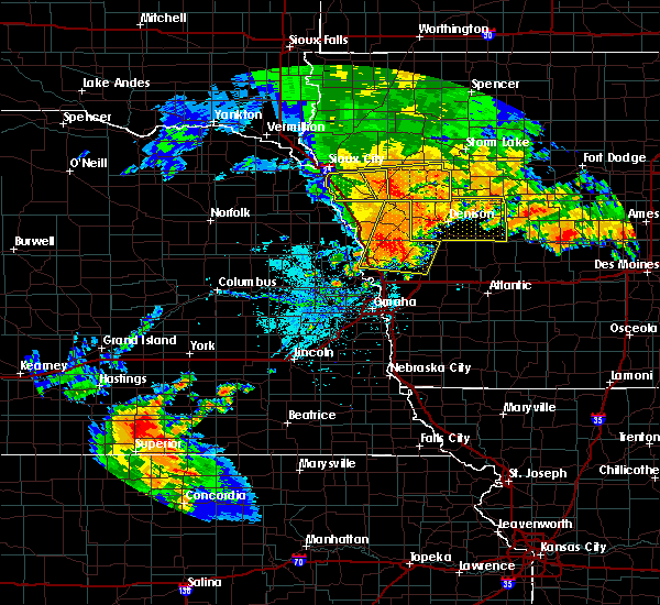 Radar Image for Severe Thunderstorms near Moorhead, IA at 8/11/2016 6:59 PM CDT