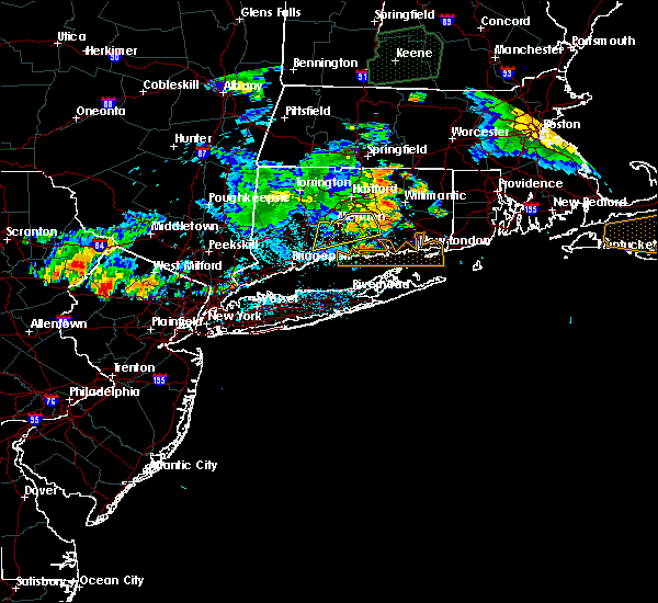 Radar Image for Severe Thunderstorms near East Hampton, CT at 8/14/2016 1:14 AM EDT