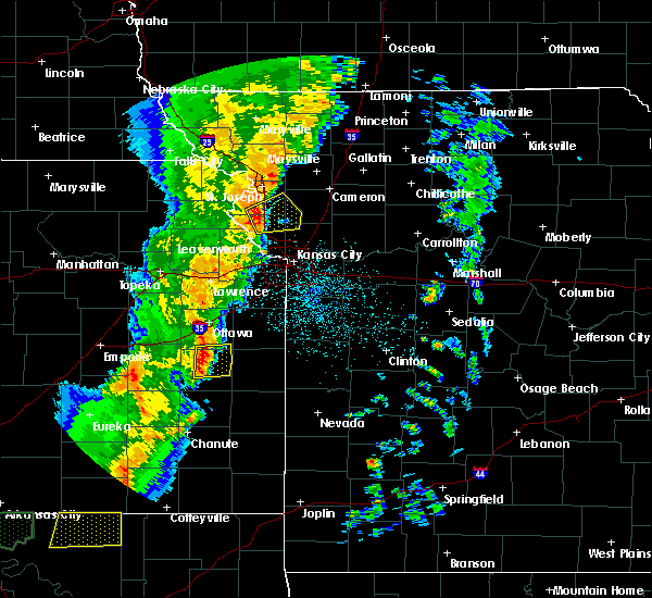 Radar Image for Severe Thunderstorms near Richmond, KS at 10/4/2016 10:36 PM CDT