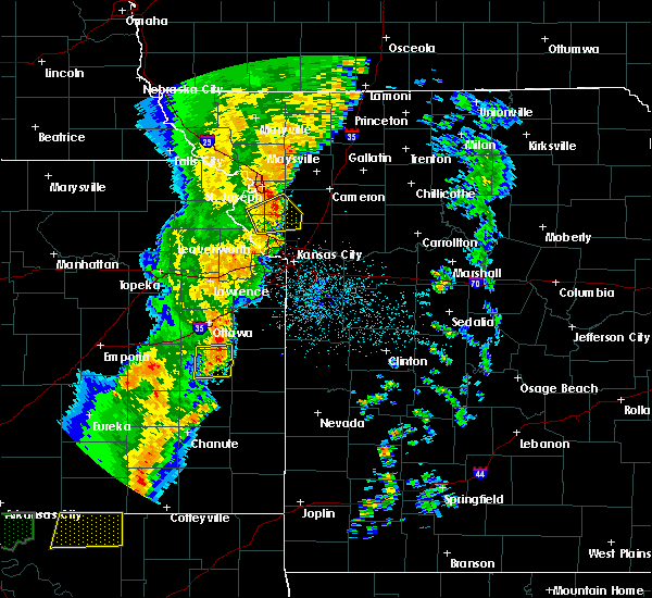 Radar Image for Severe Thunderstorms near Richmond, KS at 10/4/2016 10:45 PM CDT