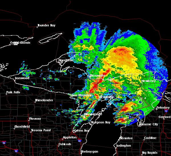 Radar Image for Severe Thunderstorms near Escanaba, MI at 10/17/2016 6:47 AM EDT