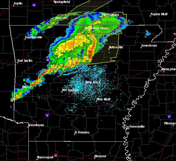 Radar Image for Severe Thunderstorms near Mountain Home, AR at 3/1/2017 2:46 AM CST