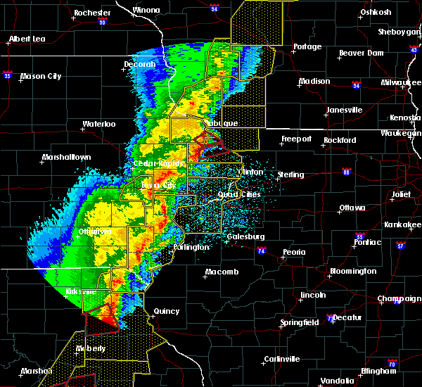 Radar Image for Severe Thunderstorms near Bellevue, IA at 3/6/2017 10:04 PM CST