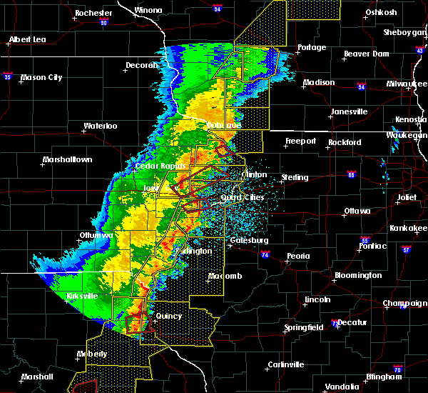 Radar Image for Severe Thunderstorms near Bellevue, IA at 3/6/2017 10:23 PM CST