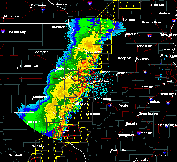 Radar Image for Severe Thunderstorms near Bettendorf, IA at 3/6/2017 10:26 PM CST
