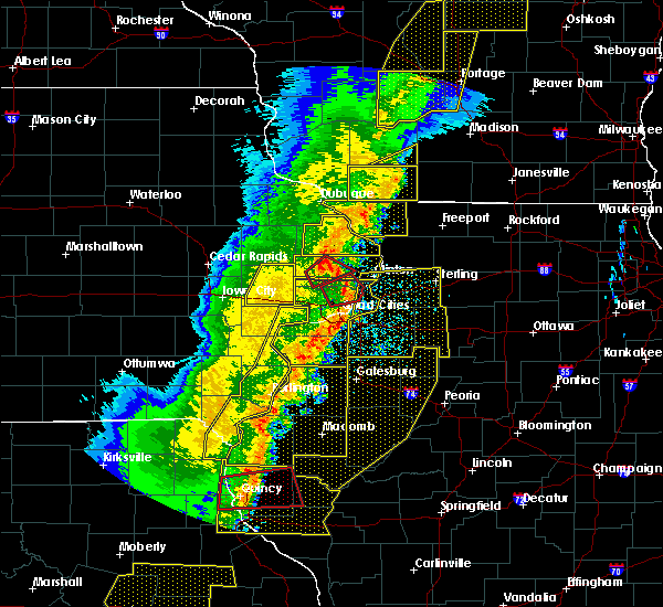 Radar Image for Severe Thunderstorms near Bettendorf, IA at 3/6/2017 10:39 PM CST