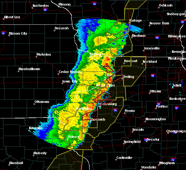 Radar Image for Severe Thunderstorms near Bettendorf, IA at 3/6/2017 11:05 PM CST