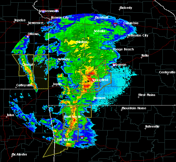 Radar Image for Severe Thunderstorms near Ozark, MO at 4/4/2017 8:33 PM CDT