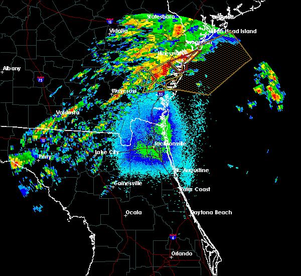 Radar Image for Severe Thunderstorms near Darien, GA at 4/5/2017 11:21 PM EDT