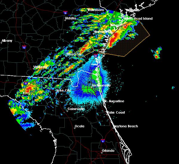 Radar Image for Severe Thunderstorms near Nahunta, GA at 4/6/2017 12:07 AM EDT