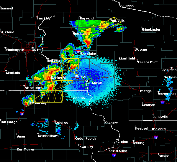Radar Image for Severe Thunderstorms near Fountain, MN at 4/9/2017 10:30 PM CDT