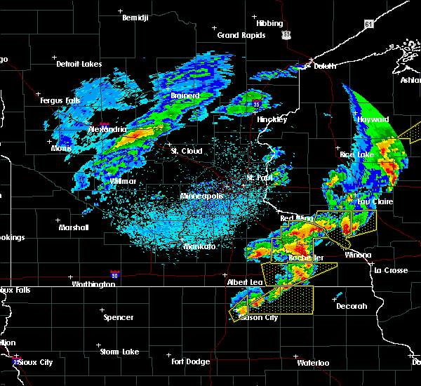 Radar Image for Severe Thunderstorms near Hayfield, MN at 4/9/2017 10:42 PM CDT
