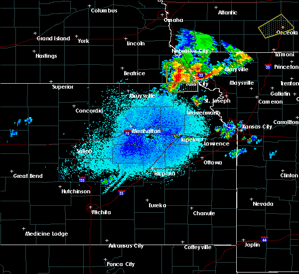 Radar Image for Severe Thunderstorms near Hiawatha, KS at 4/9/2017 11:49 PM CDT