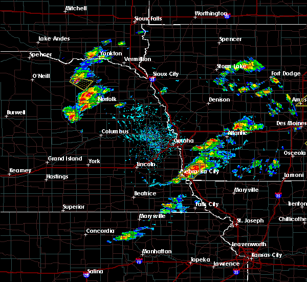 Radar Image for Severe Thunderstorms near Sidney, IA at 4/15/2017 6:05 PM CDT