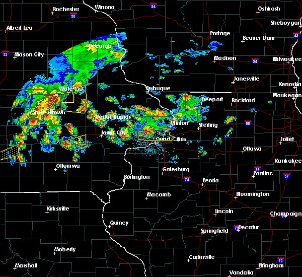 Radar Image for Severe Thunderstorms near Rowley, IA at 4/15/2017 7:17 PM CDT