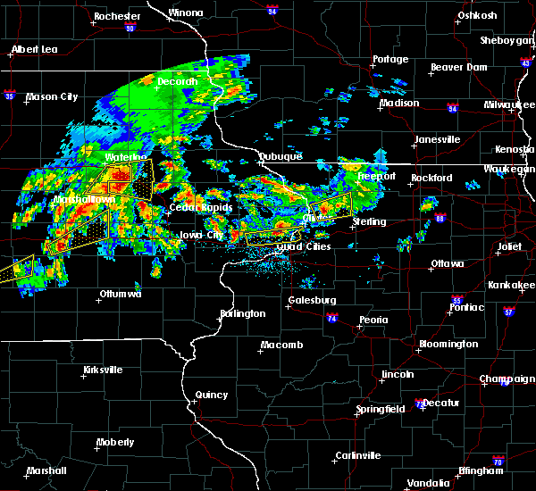 Radar Image for Severe Thunderstorms near Rowley, IA at 4/15/2017 7:36 PM CDT