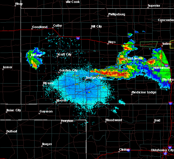 Radar Image for Severe Thunderstorms near Great Bend, KS at 4/15/2017 10:44 PM CDT