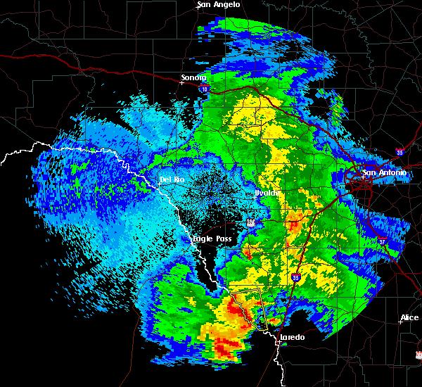 Radar Image for Severe Thunderstorms near Laredo, TX at 4/17/2017 1:34 AM CDT