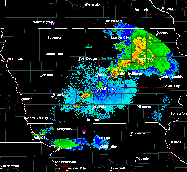 Radar Image for Severe Thunderstorms near Winterset, IA at 4/19/2017 10:36 PM CDT