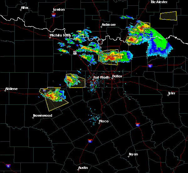 Radar Image for Severe Thunderstorms near Mineral Wells, TX at 4/21/2017 8:24 PM CDT