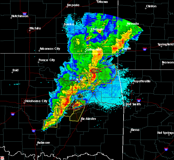 Radar Image for Severe Thunderstorms near Pump Back, OK at 4/25/2017 11:42 PM CDT